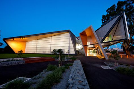 The Construction Futures project at Melbourne's Victoria University, designed by Cox Architecture and built by Kane Constructions, features Ampelite Lexan Thermoclick.