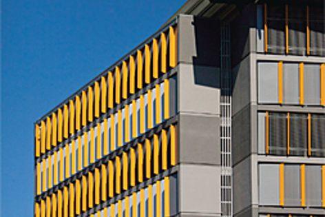The facade of the Cairns Base Hospital's Block E car park uses Hi-Light aluminium screens.