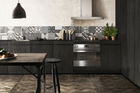 The Classic SAP3700X oven can be design-matched with a range of Smeg cooktops, compact ovens, rangehoods and dishwashers.
