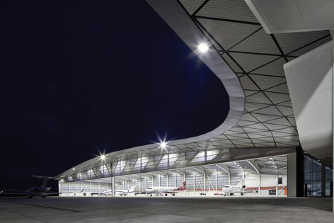 Approximately 3,000 m2 of Ampelite's Lexan Thermoclick sheet panel system in the 'Opal' colour option was specified for the new Melbourne Jet Base private jet facility.