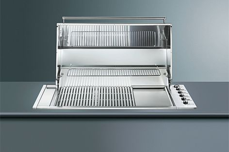 The BIBQ1205AH barbecue by Smeg features a double insulated hood.