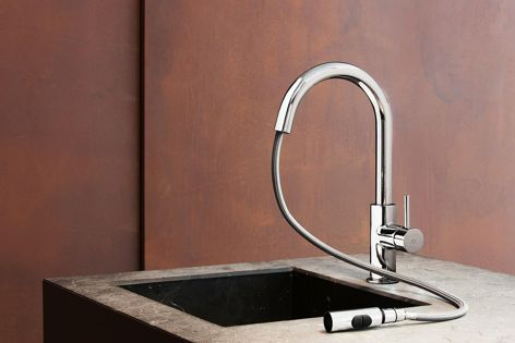 The lateral level extractable shower sink mixer by iB Rubinetterie.