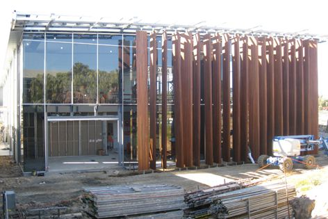 Hyne 21C laminated beams featured on the facade of Mingara One Fitness and Wellness Centre.