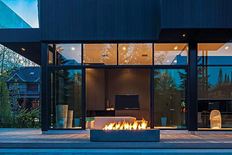 The Robata 72 Linear Outdoor Fire can be connected to a home automation system.