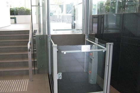 The Sites platform wheelchair lift is suitable for indoor and outdoor installation.