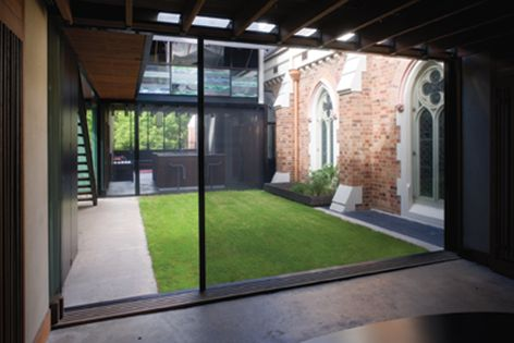 The S1 screen is the world's first fully retractable sliding screen for large openings.