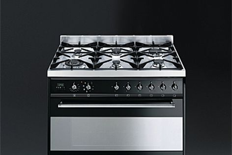 The Smeg C9 freestanding cooker is available in a black enamel finish.