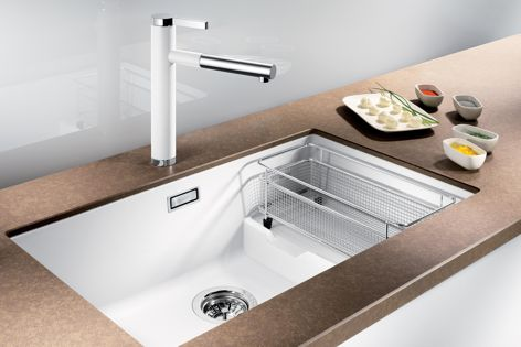 The Subline700U-Level sink delivers single and double bowl performance.
