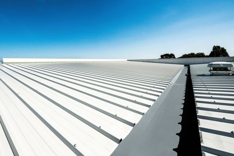 Wirtgen Australia in Perth features Kingspan insulated Trapezoidal roof panels (KS1000 RW) with integrated Kingspan Insulated Gutter.