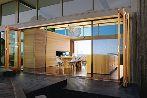 Screening problems are solved with Centor retractable screens in this project in Maleny, Queensland.