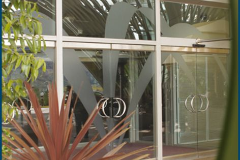 All-glass entrance systems