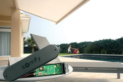 The Eolis 3D WireFree RTS wireless sensor protects external folding-arm awnings from rough weather.