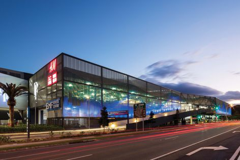 The Kaynemaile-Armour facade transforms the Pacific Fair shopping centre car park into an eye-catching landmark. Design: Scentre Group. Installation: GRJ Developments and Auzmet Architectural.