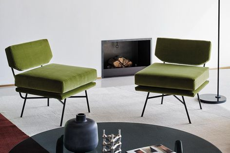 The Elettra armchair, which is manufactured by Arflex, is inspired by Modernist design.