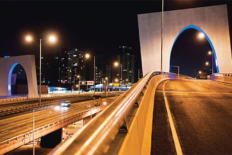 Symonite composite panels were used on the West Gate Freeway.