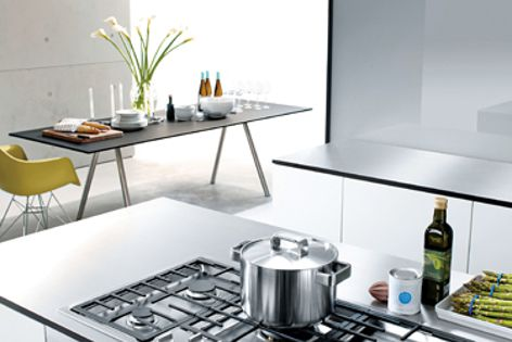Flames exit the Miele KM 2256 G gas cooktop at a tangent for optimum heat distribution.
