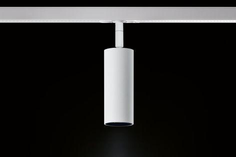 The Penne track light from Mondoluce has a barrel with a height of only 100 mm and a diameter of 40 mm.