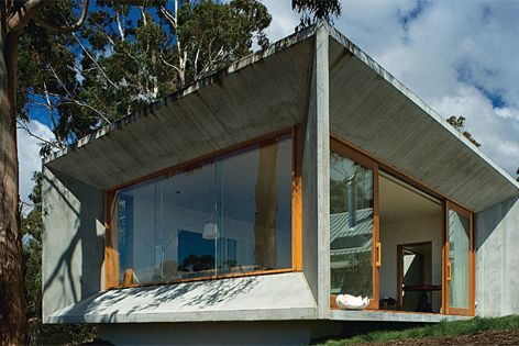 Trial Bay House by James Jones/HBV Architects. Photography: Ray Joyce.